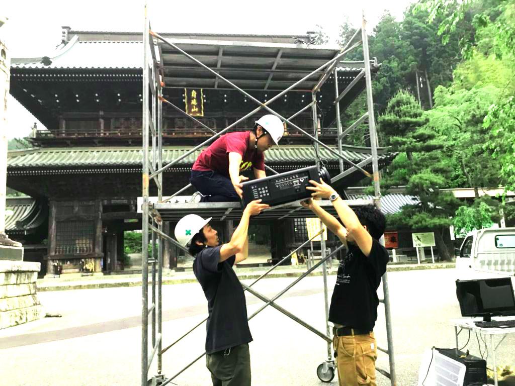 身延山山門プロジェクションマッピング施工実績画像(設置工事)1