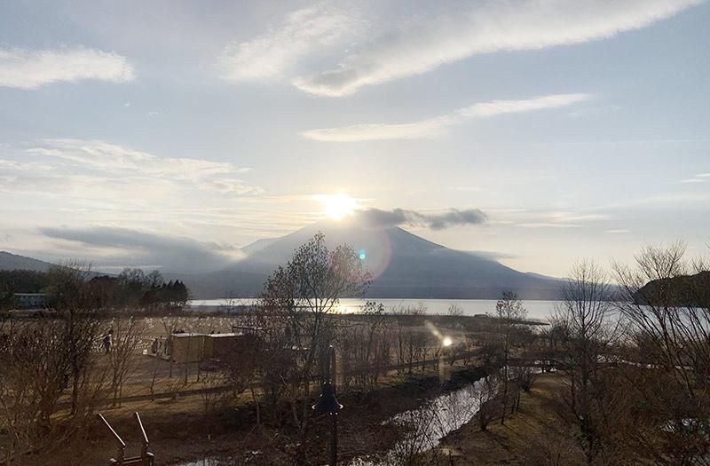 山中湖アイスキャンドルフェスティバルのダイアモンド富士